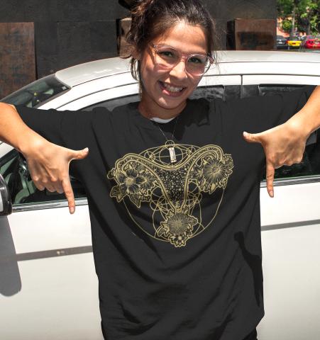 Camiseta Negra Utero Dorado M