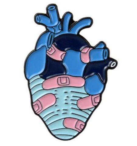 Pin Corazón con Curitas
