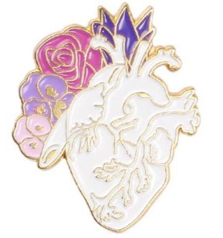 Pin Corazón con flores blanco