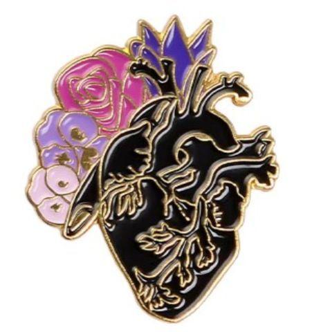 Pin Corazón con flores negro
