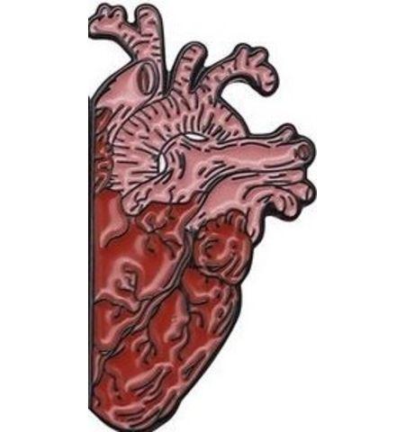 Pin Medio Corazón
