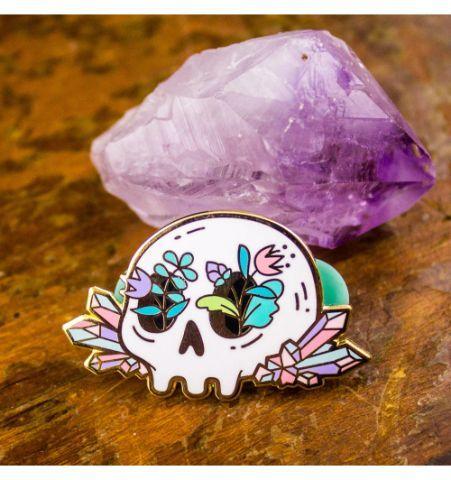 Pin Calavera Flores y Cristales